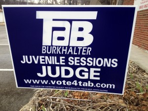 This candidates sign is NOT in  compliance.
