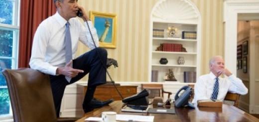 ObamaStandingOnOvalDeskOnPhone+BidenNoJacket8-31-2009-420x280