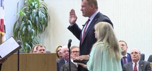 Glenn Jacobs, Knox County Mayor taking the oath of office