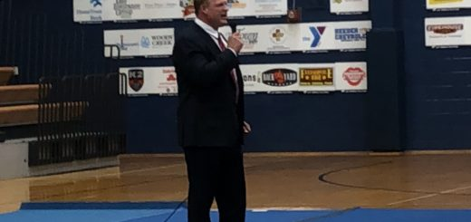 Knox County Mayor Glenn Jacobs talking to the Senior class of Farragut High School